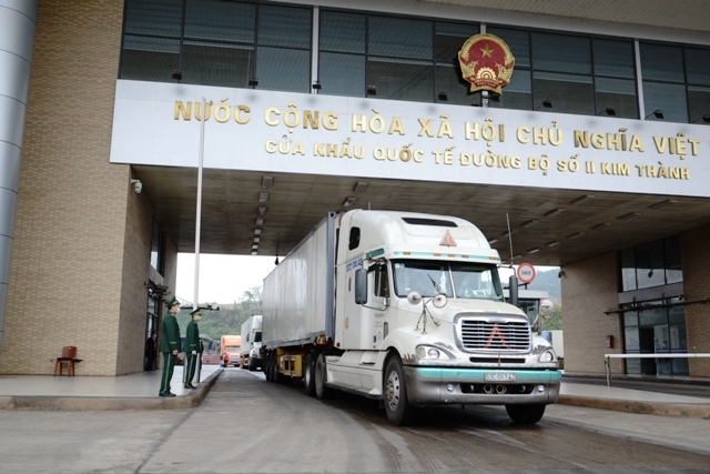 Xuất khẩu nông sản qua cửa khẩu quốc tế Lào Cai