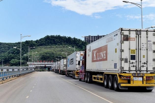 Xuất khẩu hoa quả Việt Nam sang thị trường vùng tây nam Trung Quốc qua cửa khẩu Kim Thành (Lào Cai).