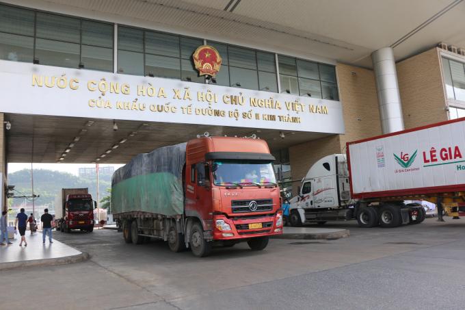 Hàng ngày có khoảng 50 xe tải vận chuyển 500 tấn vải thiều Bắc Giang, Hải Dương xuất khẩu sang thị trường vùng tây nam Trung Quốc qua cửa khẩu Lào Cai.