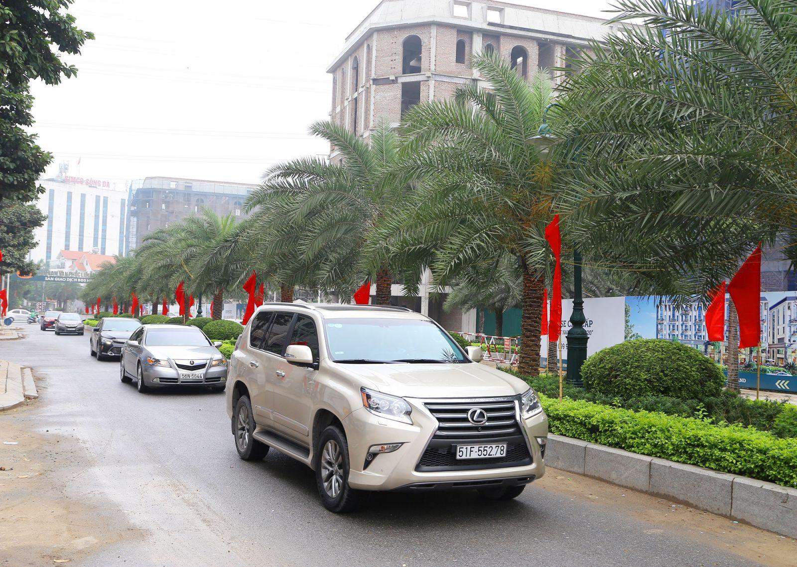 Him Lam Vạn Phúc nằm giữa hệ thống giao thông đa dạng và thuận tiện