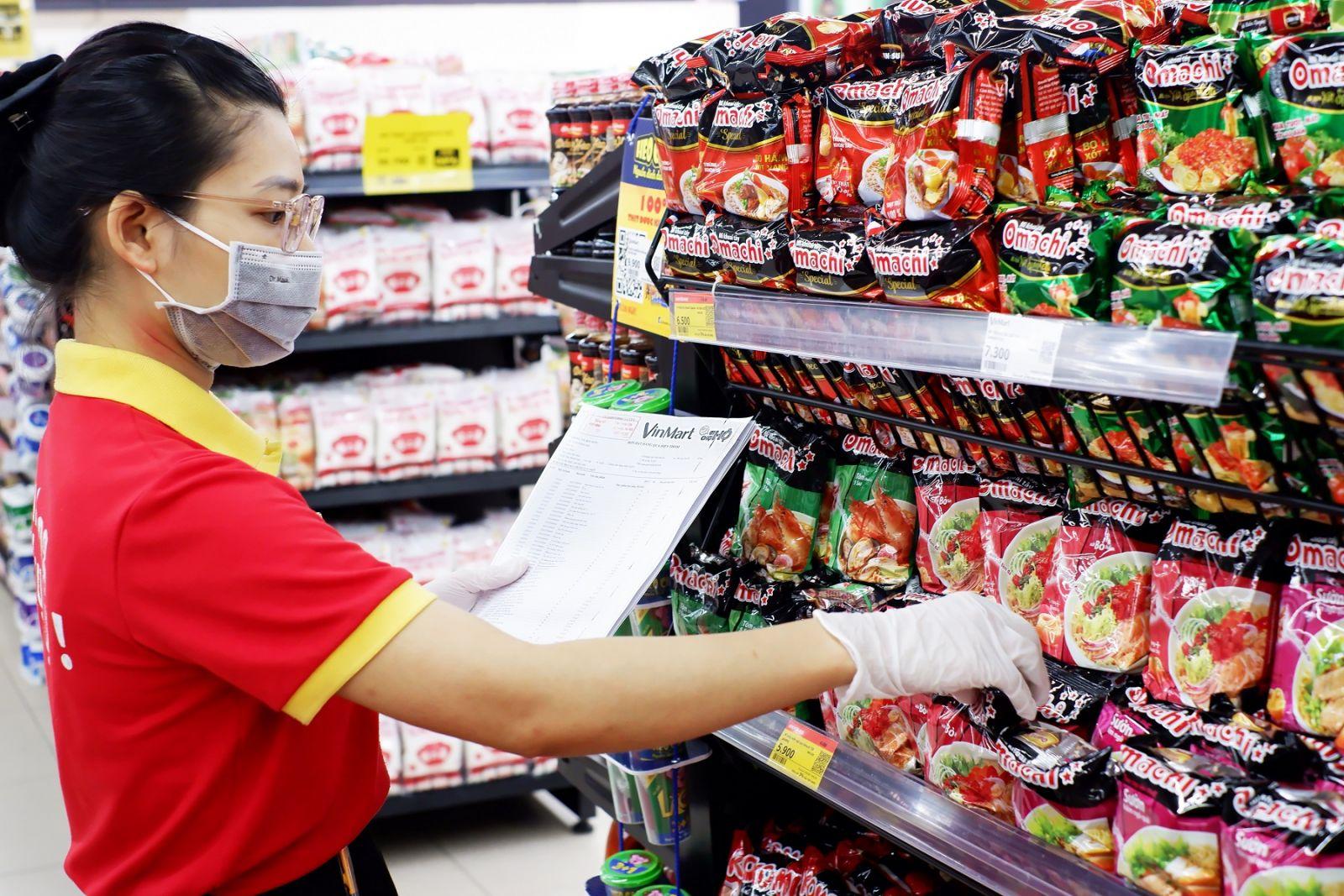 Hàng hóa đa dạng phục vụ người tiêu dùng tại VinMart.