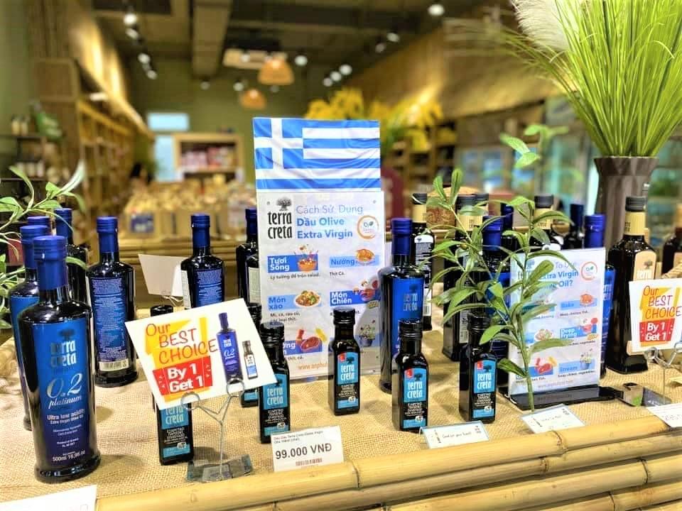 Dầu oliu Terra Creta đang được bày bán tại cửa hàng thực phẩm hữu cơ An Phú Farm với chương trình khuyến mãi mua 1 tặng 1 đến hết tháng 8/2021