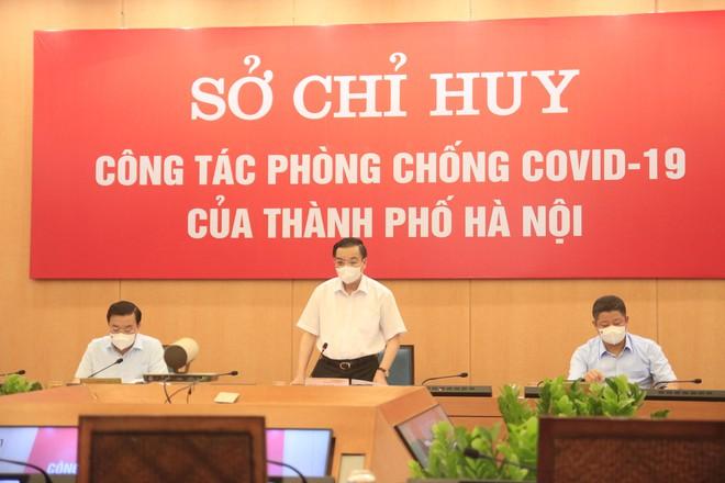Chủ tịch UBND TP Hà Nội Chu Ngọc Anh, Chỉ huy trưởng Sở Chỉ huy công tác phòng chống dịch Covid-19 Hà Nội chỉ đạo tại phiên họp