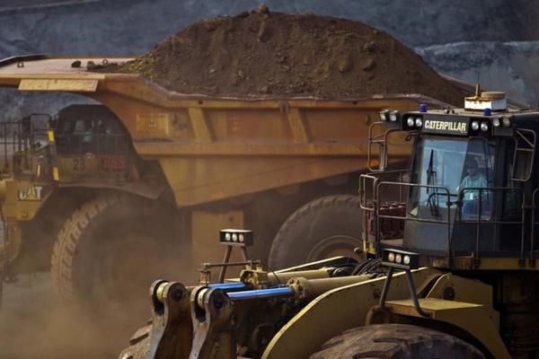 Các mỏ quặng lớn đang hoạt động hết công suất, nhưng vẫn không thể đáp ứng được nhu cầu. Ảnh: Bloomberg