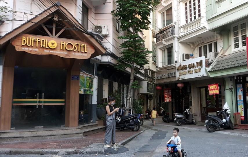 Khách sạn trên phố Hàng Giấy (quận Hoàn Kiếm) đồng loạt tạm dừng hoạt động do Covid-19