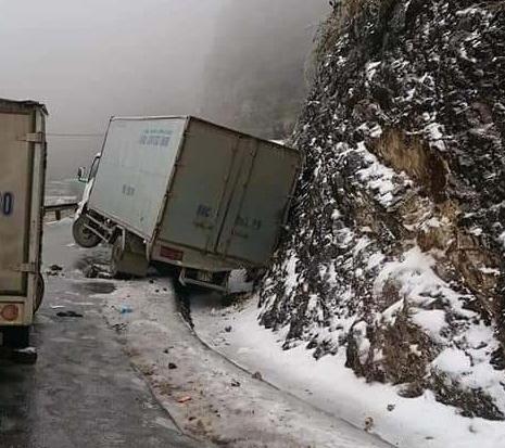 Cục CSGT khuyến cáo tài xế khi đi đường đèo núi trong thời điểm băng, tuyết