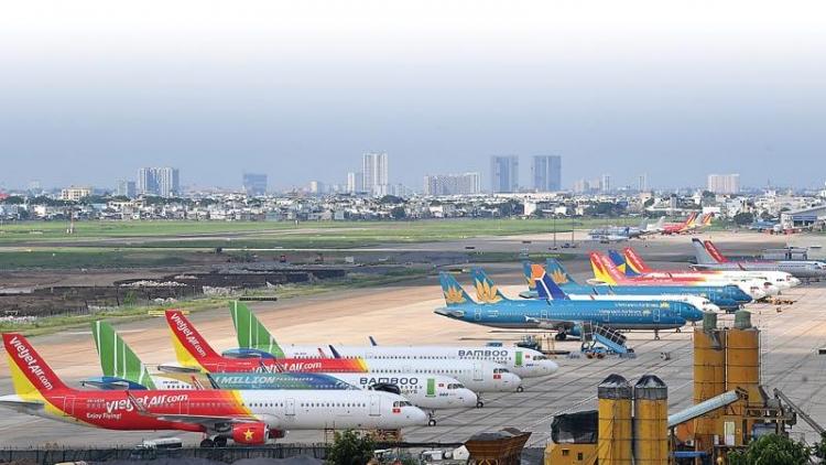 Phó Cục trưởng Cục Hàng không Việt Nam - Phạm Văn Hảo  - vừa ký văn bản khẩn cấp, yêu cầu các đơn vị triển khai các đường bay nội địa đảm bảo phòng dịch COVID-19