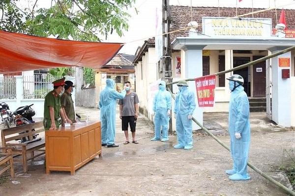 Hà Nam: Học sinh các cấp tạm dừng đến trường đến hết ngày 9/5/2021 - Ảnh 1.