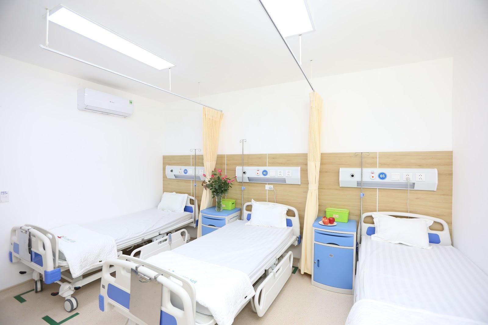 Phòng chăm sóc hậu phẫu tại bệnh viện tạo không gian thoải mái, yên tĩnh cho người bệnh