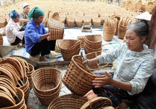 Tại nhiều làng nghề sản xuất hàng mây tre đan của Việt Nam đã hình thành các HTX tập thể, mở rộng thị trường tiêu thụ. Ảnh minh họa