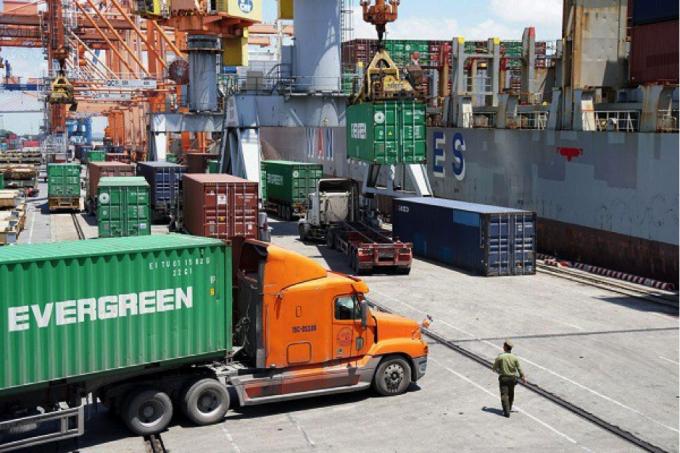 Chi phí logistics tăng cao khiến doanh nghiệp xuất nhập khẩu gặp khó.