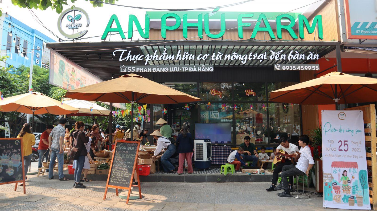 Phiên chợ được tổ chức tại cửa hàng An Phú Farm trên đường Phan Đăng Lưu (Q. Hải Châu, TP. Đà Nẵng)