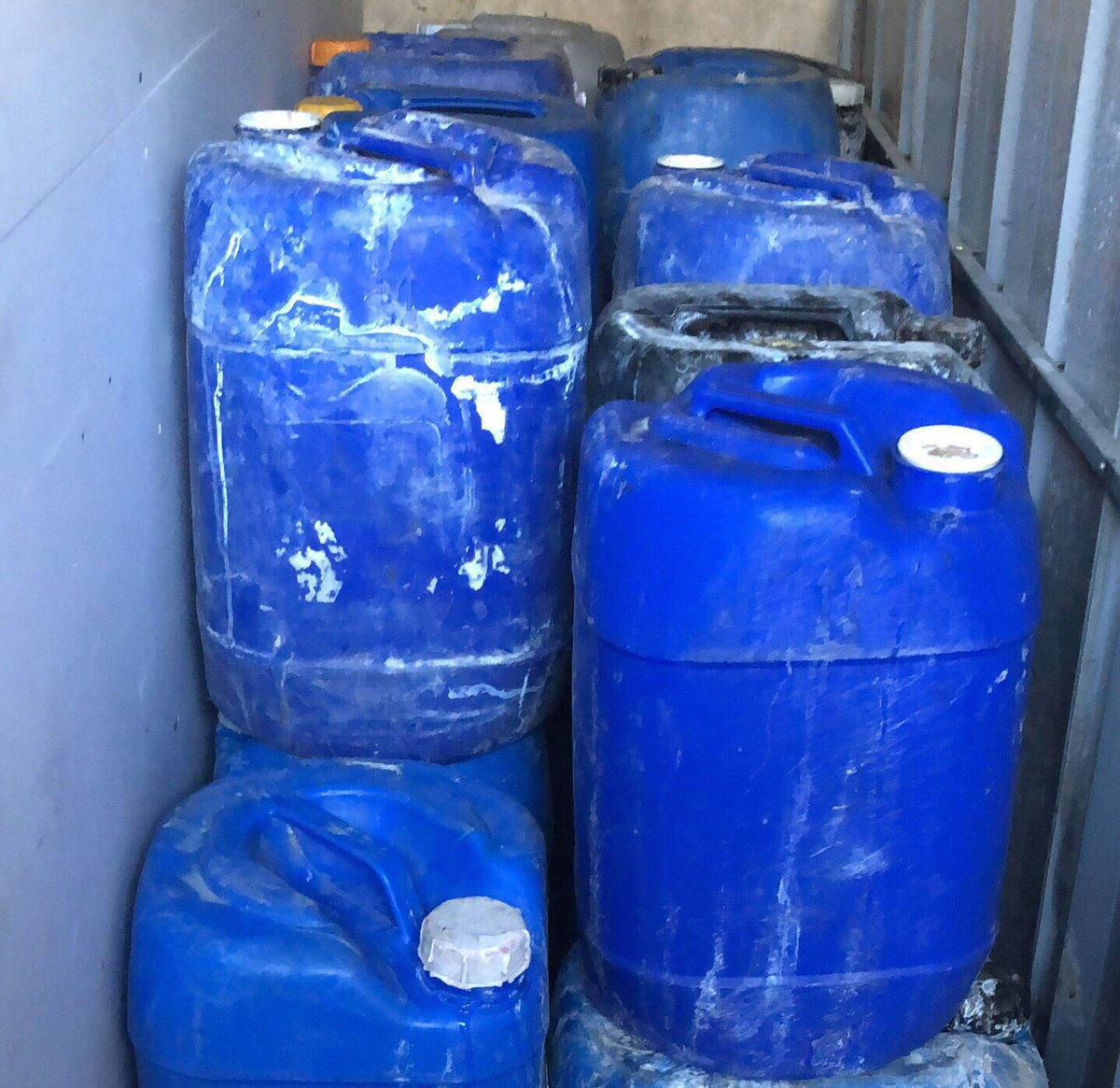 Công an thu giữ các thùng hóa chất không rõ nguồn gốc ẢNH: C.T.V.