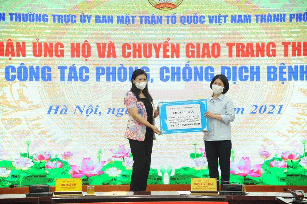 Ủy ban MTTQ Việt Nam TP Hà Nội chuyển giao kinh phí hỗ trợ cho Sở Y tế Hà Nội
