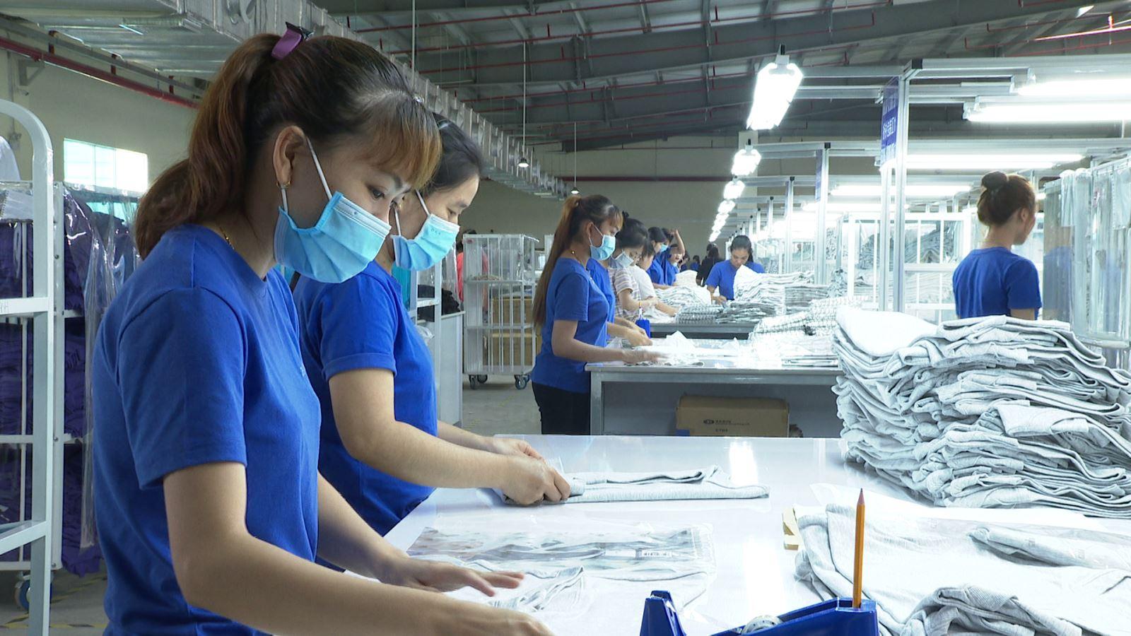 Công nhân làm việc tại Khu công nghiệp Thành Thành Công, Tây Ninh. (Ảnh: Báo Tây Ninh)