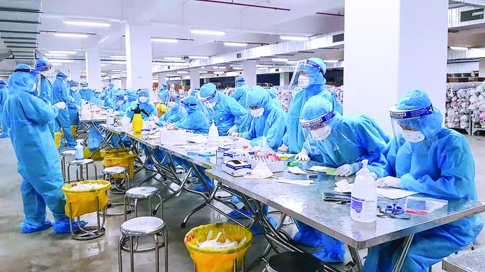 Xét nghiệm thần tốc phát hiện ca nhiễm mới tại Bắc Giang. Ảnh: T.L