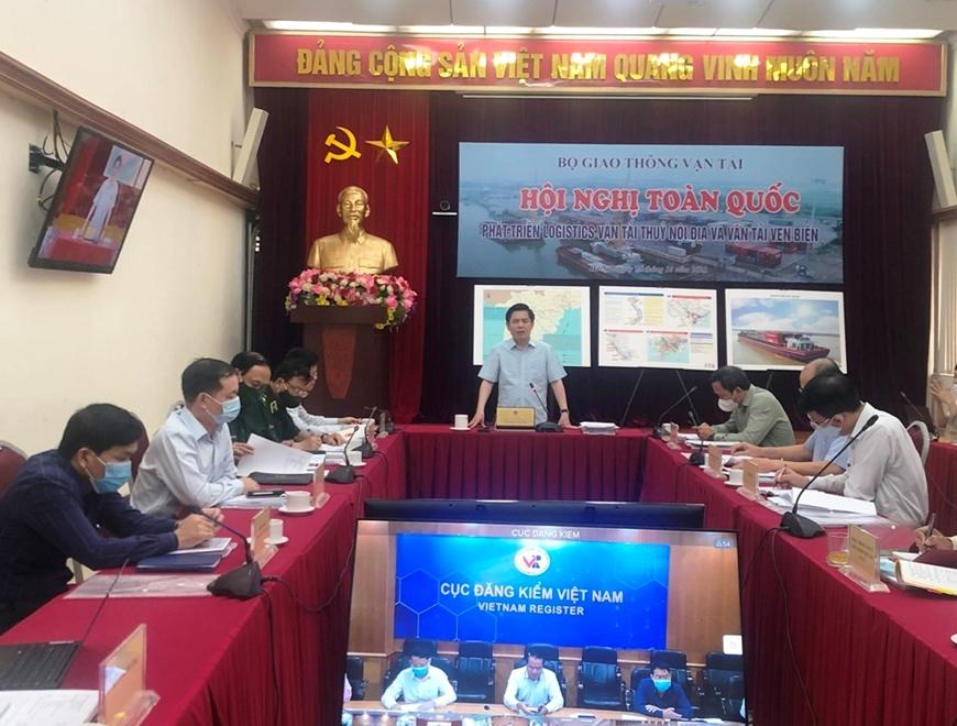 Bộ trưởng Bộ Giao thông Vận tải Nguyễn Văn Thể phát biểu tại hội nghị.