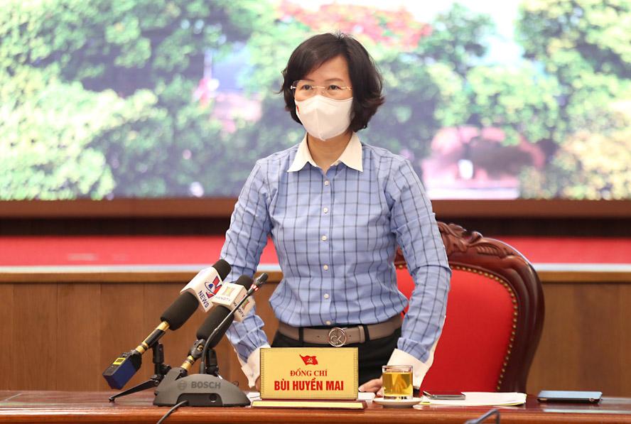 Trưởng ban Tuyên giáo Thành ủy Bùi Huyền Mai phát biểu tại họp báo.