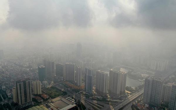 Không gian Hà Nội bao phủ một lớp sương mù do ô nhiễm không khí.