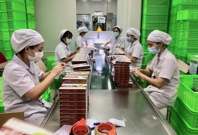 Công nhân làm việc tại Công ty CP công nghệ cao Thái Minh (Cụm công nghiệp Thạch Thất - Quốc Oai). Ảnh: Nguyễn Nga.