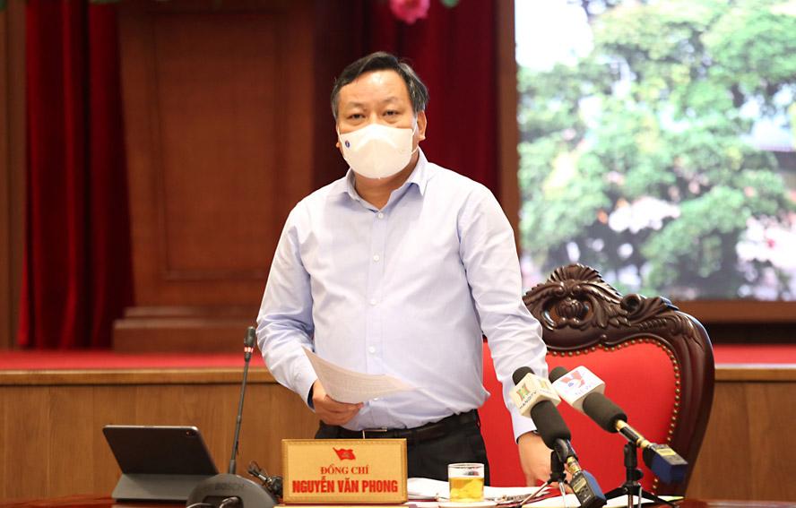 Phó Bí thư Thành ủy Hà Nội Nguyễn Văn Phong phát biểu tại họp báo.