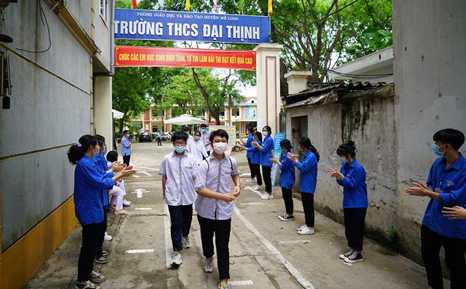 Đoàn viên, thanh niên tích cực tham gia hỗ trợ thí sinh.
