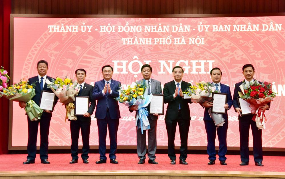 Công bố quyết định phê chuẩn 5 Phó Chủ tịch UBND thành phố Hà Nội