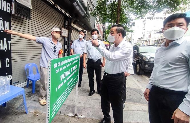 Chủ tịch UBND thành phố Hà Nội Chu Ngọc Anh kiểm tra công tác phòng, chống dịch Covid-19.