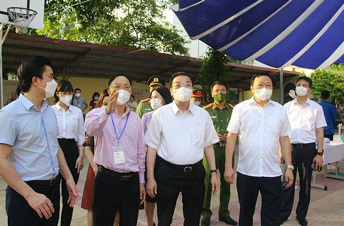 Chủ tịch UBND TP Chu Ngọc Anh kiểm tra công tác phòng chống dịch tại quận Đống Đa