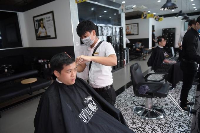 Theo Thông tư 40/2021/TT-BTC, từ ngày 1/8, các dịch vụ tắm hơi, massage, karaoke, vũ trường, giặt là, cắt tóc, gội đầu, game,... sẽ phải chịu 5% thuế GTGT và 2% thuế TNCN.