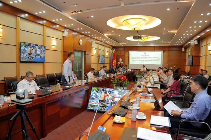 Các đại biểu thảo luận, trao đổi tại tọa đàm