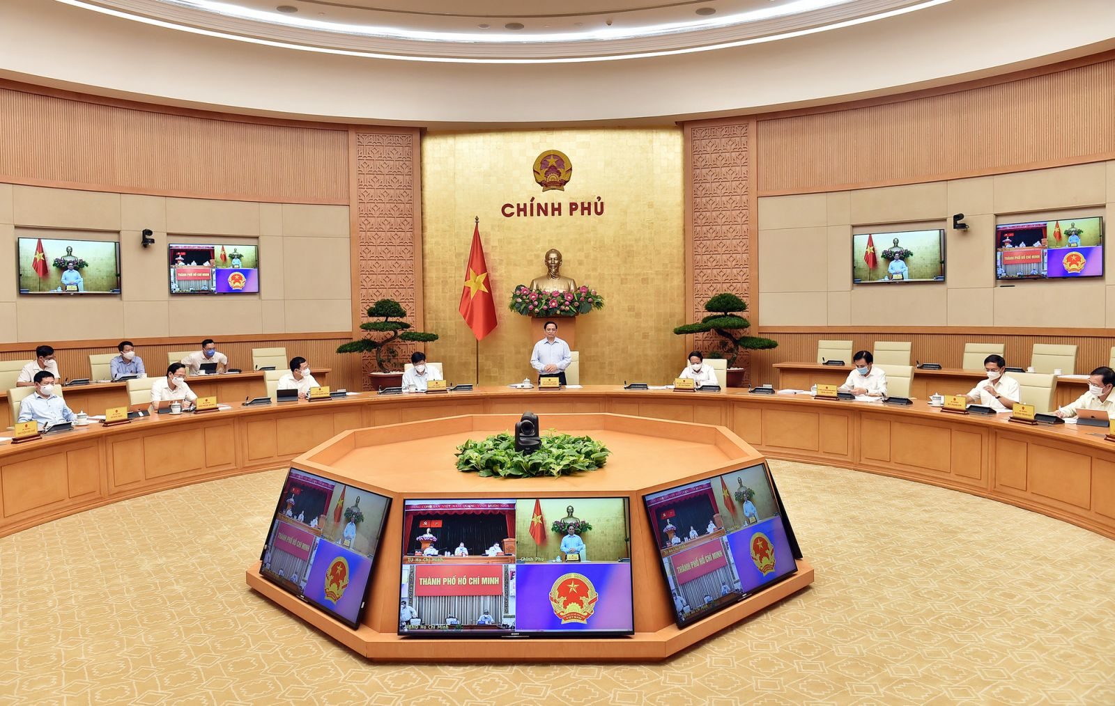 Thủ tướng Phạm Minh Chính: Việc thực hiện Chỉ thị 16 với TPHCM là một quyết định rất khó khăn nhưng cần thiết và phù hợp trong lúc này, đã được cân nhắc kỹ lưỡng, trao đi đổi lại nhiều lần. Ảnh VGP/Nhật Bắc