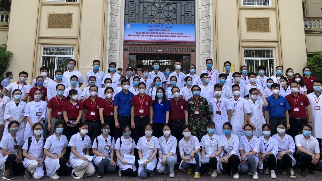 Sinh viên Đại học Y Hà Nội lên đường chi viện các vùng dịch mỗi khi đất nước cần