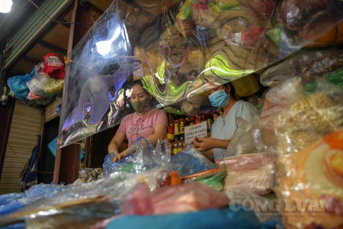 Giá trứng gia cầm tại các chợ dân sinh vẫn neo cao.