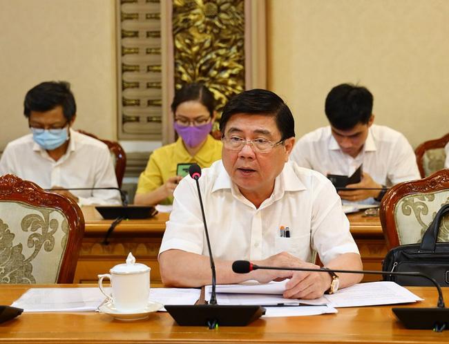 Chủ tịch UBND TPHCM Nguyễn Thành Phong chỉ đạo tại cuộc họp. Ảnh: TTBC TPHCM