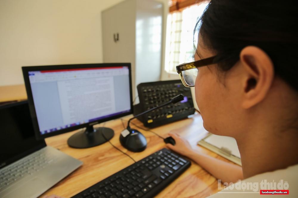 Công tác tuyên truyền về phòng chống dịch bệnh Covid-19 trên địa bàn Thủ đô còn có những phát thanh viên ở phường âm thầm tuyên truyền kịp thời thông tin dịch bệnh, góp phần nâng cao ý thức tự giác phòng tránh dịch bệnh cho người dân.