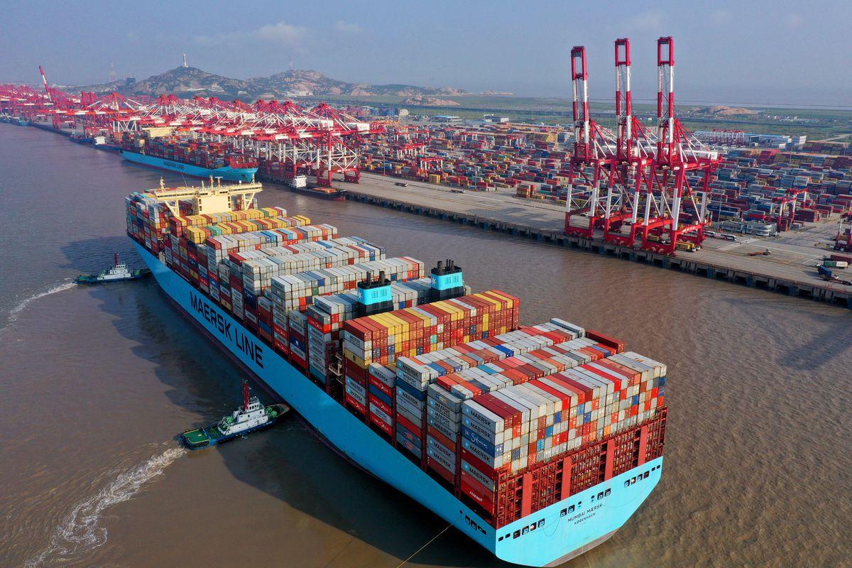 Do tác động của đại dịch, container chứa hàng ngày càng trở nên khan hiếm và đắt đỏ. (Ảnh minh họa)