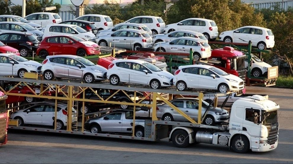 Giá ô tô Ấn Độ nhập khẩu về Việt Nam rẻ bất ngờ