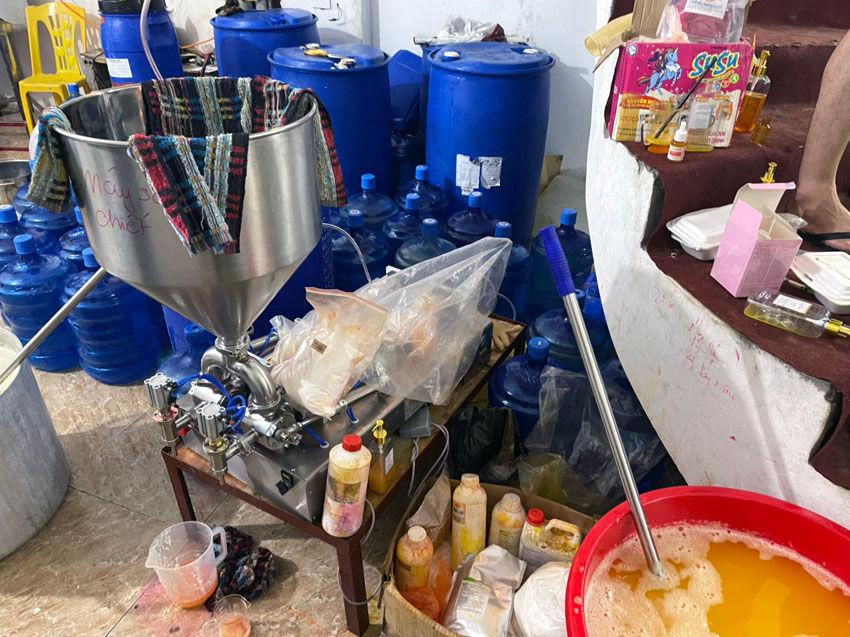 Nguyên liệu sản xuất mỹ phẩm giả nhãn hiệu tại xã Hồng Dương, huyện Thanh Oai
