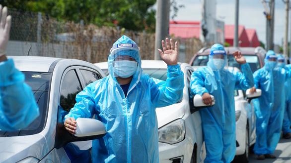 Anh Cẩm Thạch đang giữ vai trò đội trưởng nhóm GrabCar Y tế hoạt động tại bệnh viện dã chiến số 16 (Q.7, TP.HCM).