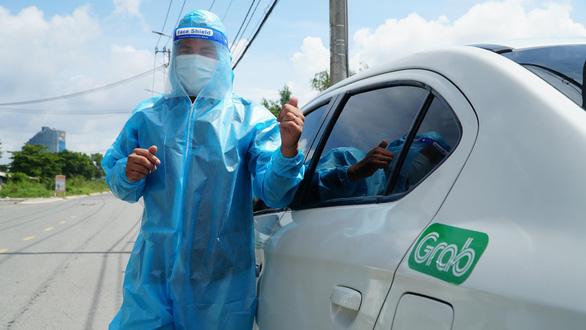 Anh Trần Duy Quang cảm thấy may mắn vì vẫn đủ sức khoẻ để giúp đỡ mọi người
