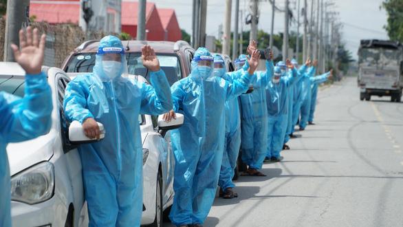 Các đối tác tài xế GrabCar cùng chung tay đẩy lùi dịch bệnh bằng chính lòng nhiệt huyết, quả cảm của mình