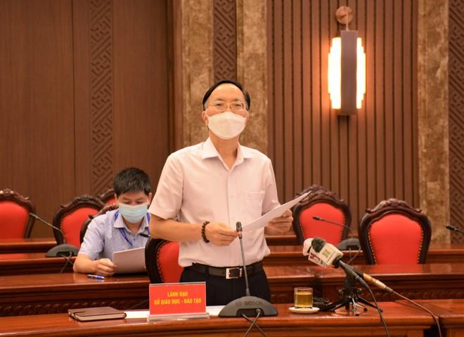 Phó Giám đốc Sở GD&ĐT Phạm Văn Đại phát biểu tại buổi thông tin với báo chí về công tác phòng chống dịch bệnh chiều 20/8