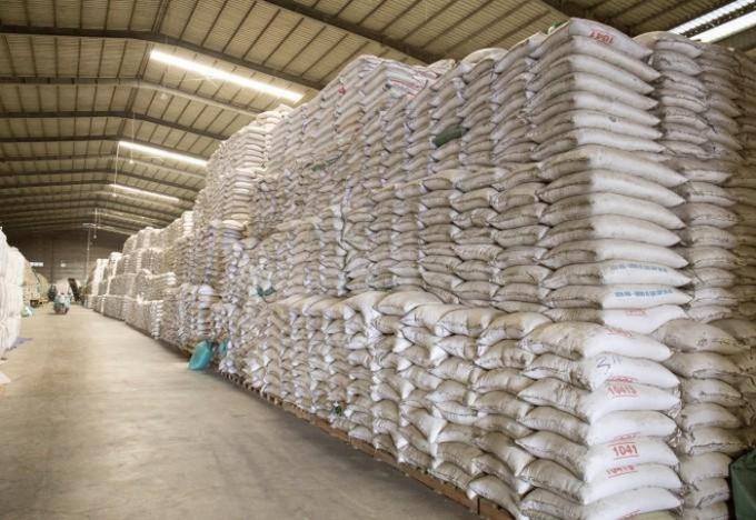 Bộ Tài chính cho biết, Tổng Cục Dự trữ Nhà nước đang cân đối, bố trí nguồn gạo để xuất cấp cho địa phương để hỗ trợ cho nhân dân gặp khó khăn do dịch bệnh Covid-19 bảo đảm đúng đối tượng, mục đích và kịp thời.
