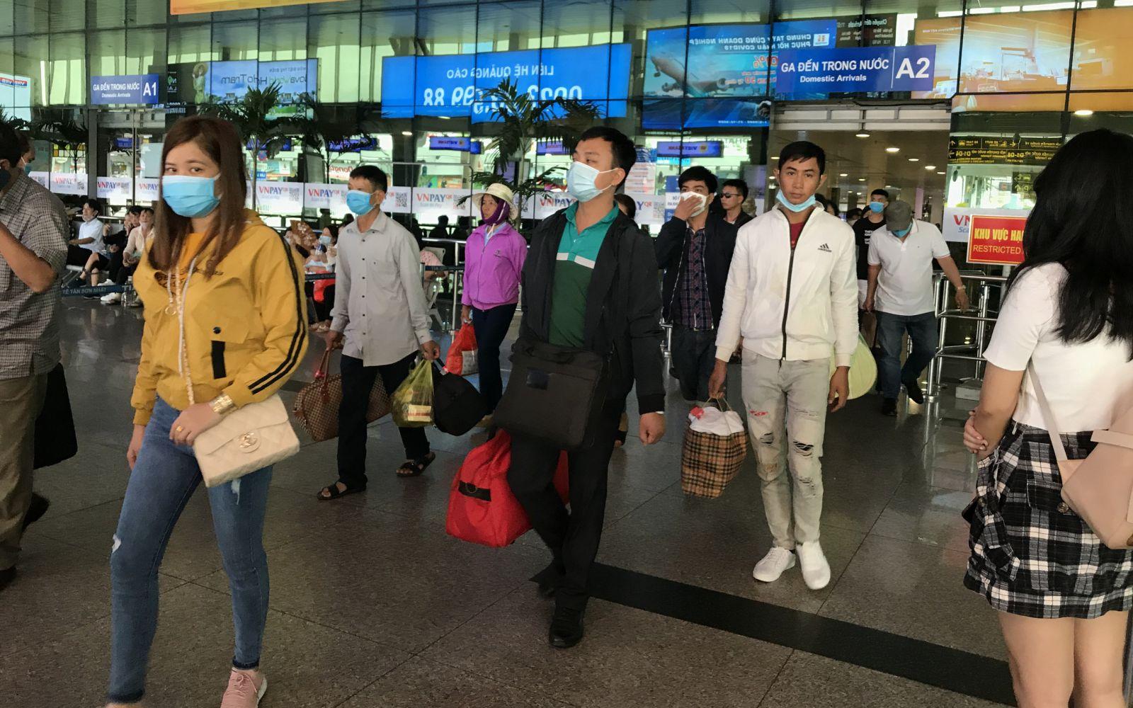Chủ tịch UBND TP Nguyễn Thành Phong cũng yêu cầu, trong thời gian tới TP cần tiếp tục thực hiện các biện pháp phòng chống dịch tại ga tàu, bến xe...
