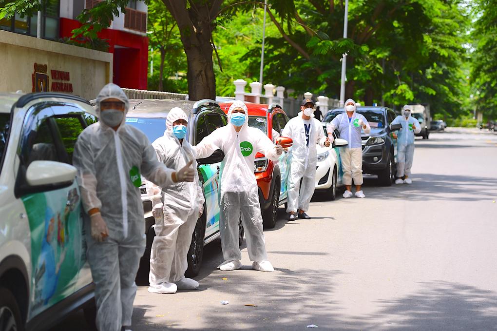 Một số tài xế tham gia đội GrabCar Y tế. Ảnh: Công ty cung cấp