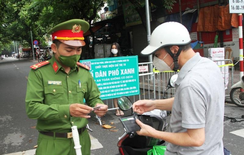 Chốt kiểm soát ''Tổ dân phố xanh'' an toàn tại phường Nghĩa Tân. Ảnh: Công Trình