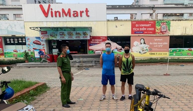 Công an phường Phúc La (Hà Đông) xử phạt các trường hợp vi phạm về phòng, chống dịch