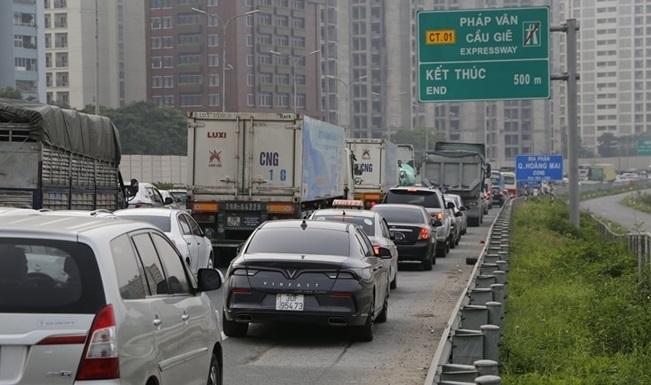 Bộ GTVT đề nghị ưu tiên xét nghiệm Covid-19 cho các lái xe vận chuyển hàng hóa thiết yếu.