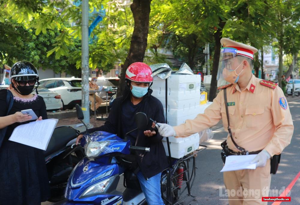 Tổ công tác liên ngành kiểm soát chặt người ra đường không có lý do.
